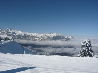 Mountains and pistes in Les Carroz