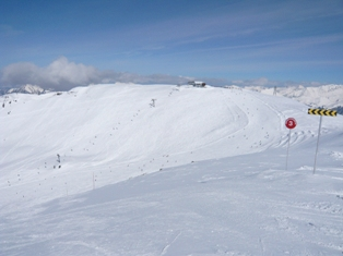 Summit of Veret drag showing Grand Chaudron piste